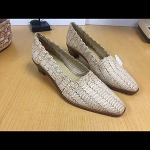 Impulse Woman Shoes Cream Size 8.5 Any Season
